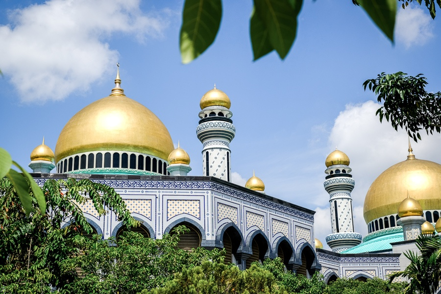 Building and tropical trees at the Jame'Asr Hassanil Bolkiah mosque in Brunei