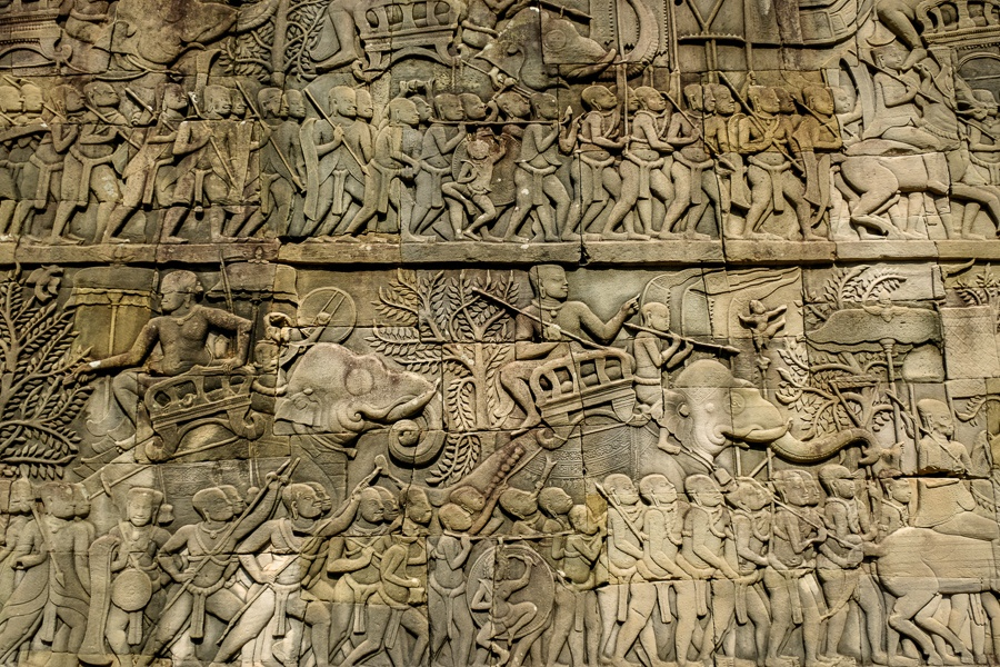 Wall carvings of soldiers and war elephants