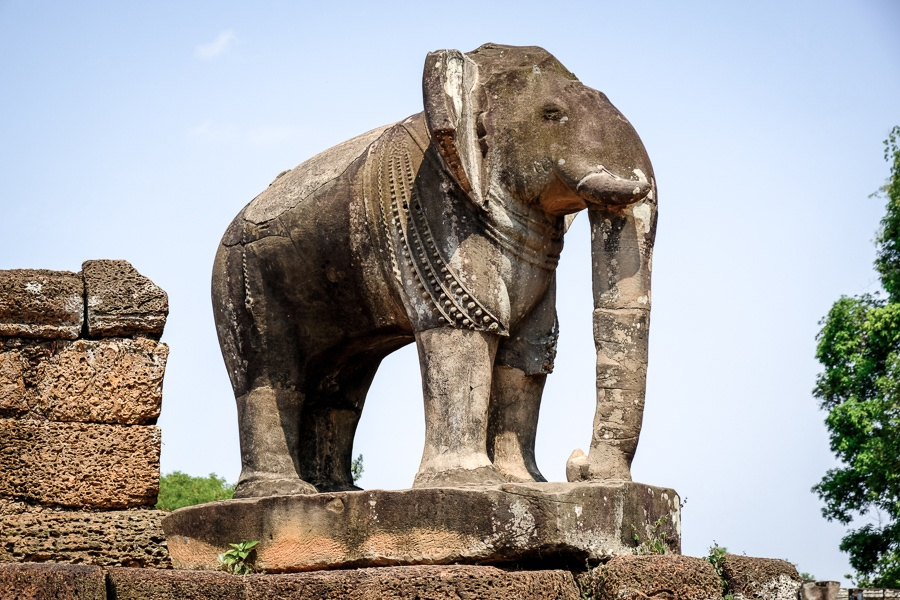 Elephant statue at Leak Neang temple