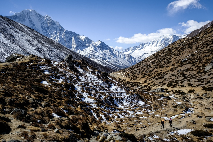 Mountains and valley on the EBC Trek in Nepal