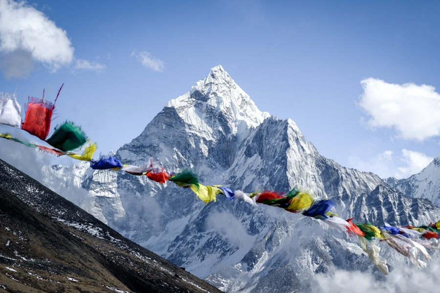 Prayer flags with the Ama Dablam mountain on the EBC Trek in Nepal