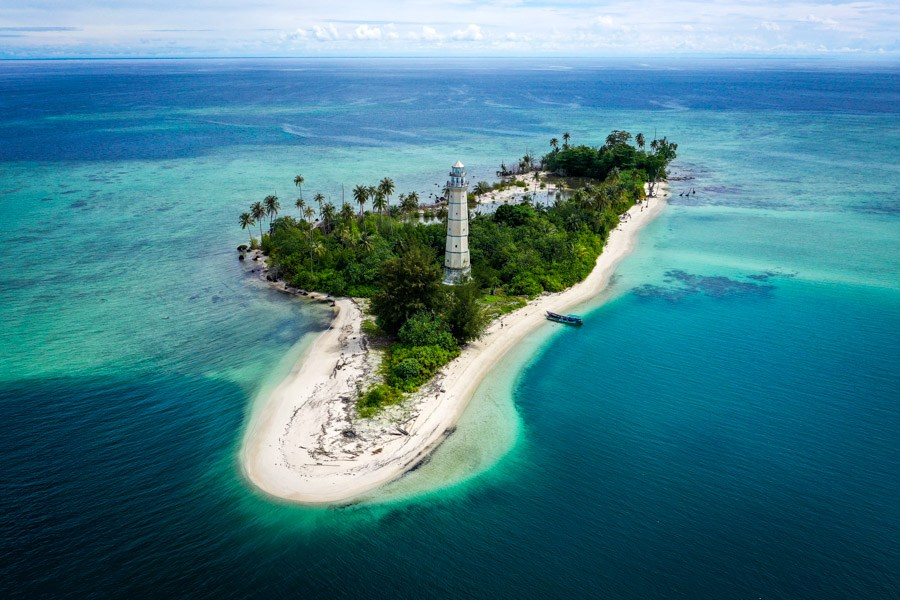 Drone picture of Pulau Rangit in the Banyak Islands