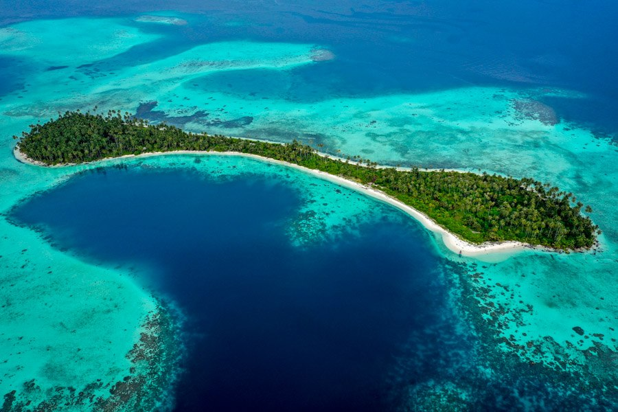 Drone picture of Pulau Asok in the Banyak Islands